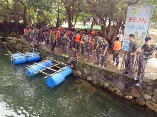 深圳南澳拓展_杨梅坑天然潭拓展基地水上项目
